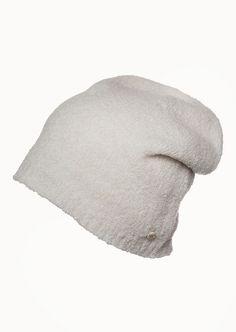 Coole Strickmütze im angesagten Beanie-Look mit strukturierter Oberfläche aus einem hochwertigen Materialmix. Die Mütze ist sehr weich und hält angenehm warm. Am Abschluss ist eine Rippenstruktur verarbeitet. Aus 80% Schurwolle und 20% Polyamid....