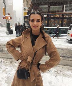 """""""Mi piace"""": 584.4 mila, commenti: 2,975 - Emily Ratajkowski (@emrata) su Instagram: """"Wooo! Snow day!"""""""