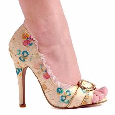 Super cute antique looking high heel