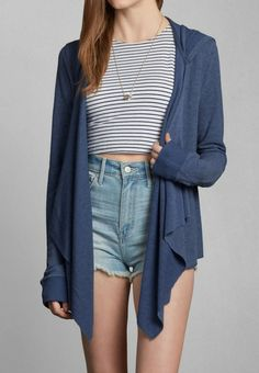 Pair your Laura fleece cardigan with high waisted shorts and a crop top for a great spring look!