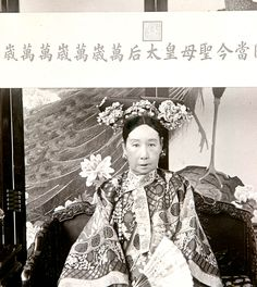 Old Cixi in 1903-1904. The Empress Dowager Cixi of rose from the position of concubine to become the most powerful woman in Qing Dynasty China, in a 47-year-long reign–from 1861 to 1908. Cixi had the fortune to bear the Xianfeng Emperor's only male heir. After the death of the Emperor, Cixi ruled through her son, who was only five years old when his father died. When the boy Emperor himself died at an early age, Cixi installed her nephew to the throne and ruled through him until she died.