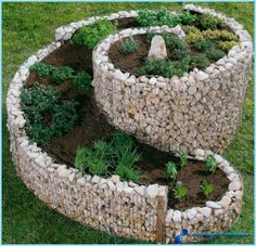 herb spiral I love spiral designs, especially in the garden - rueth Herb Garden, Garden Beds, Garden Art, Garden Design, Outdoor Projects, Garden Projects, Outdoor Decor, Gabion Retaining Wall, Backyard Patio