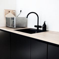 | Keittiöpostaus osa 2 on nyt julkaistu! Käy katsomassa miltä näyttää Verkarannan musta keittiö linkki profiilissa | New blogpost about our new black kitchen! | #interiorinspiration #interiordesign #homeview #inspiroivakoti