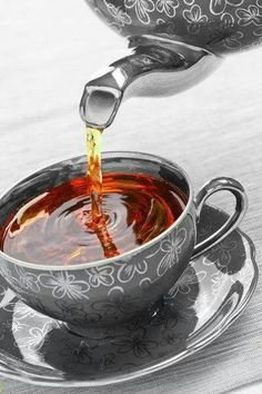 Ceylon Black Tea one of them wherein taste, flavor & wellness are mixed in the apt levels to give the best. Ceylon Black Tea comes in a lot of exotic flavors. Coffee Time, Tea Time, Morning Coffee, Chocolate Cafe, Chocolate Cookies, Pause Café, Cuppa Tea, Tea Art, My Cup Of Tea