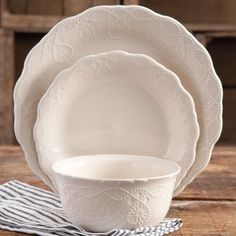 Shop for The Pioneer Woman Dinnerware Sets in Dining & Entertaining. Buy products such as The Pioneer Woman Cowgirl Lace Dinnerware Set at Walmart and save. The Pioneer Woman, Pioneer Woman Dishes, Pioneer Woman Kitchen, Pioneer Women, New Kitchen, Kitchen Decor, Kitchen Dishes, Kitchen Stuff, Kitchen Things