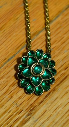 Truce — Green Flower Necklace