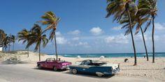 Incentives - KUBA - Sonriso   Travel in Style Cóż można powiedzieć o tak malowniczej wyspie jak Kuba? Wystarczy wspomnieć o pięknych, ciągnących się kilometrami plażach, błękitnych wodach Karaibów, kubańskich cygarach i trunkach, żeby oddać niesamowity klimat tego rejonu świata. Nadmorskie kurorty Kuby kojarzą się z sielanką, arkadią pełną kołyszących się palm, luksusowych hoteli i szeregiem proponowanych tu różnorodnych rozrywek.
