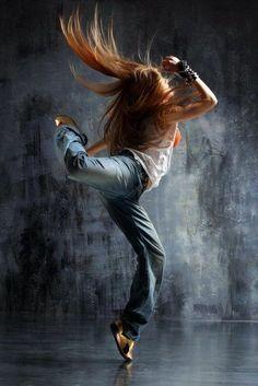 tenue de danse moderne, jolie figure de ballet moderne et outfit sportif