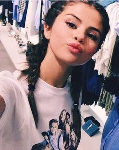 selena gomez, braids, and selenagomez image Selena Gomez Fashion, Fotos Selena Gomez, Selena Gomez Photoshoot, Selena Gomez Cute, Selena Gomez Pictures, Selena Gomez Style, Selena Selena, Vanessa Hudgens, Selena Gomez Wallpaper