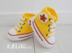 Gestrickte Hausschuhe für Babys von Kalou Kids  auf DaWanda.com