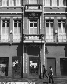 STREETPHOTO_BRASIL   @michellepcs Data: 17 fevereiro 2016 Seleção: @miguelcamelo  Parabéns!!!! Marque você também para fotografias de rua #StreetPhoto_Brasil e apareça por aqui!   @StreetPhoto_Brasil #streetphotography #streetstyles_gf  #chiquesnourtemo #igersbrasil #galeriamink #saopaulowalk #instastreet #brstreet #eutonanuvem #capturestreet #rsa_streetview #achadosdasemana #fotografiaderua #urban #saopaulocity #gf_brasil #mafia_streetlove #ig_streets  #supermegamasterpics #vscostreet…