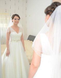 Rochii de mireasa/Mirese reale Formal Dresses, Wedding Dresses, One Shoulder Wedding Dress, Fashion, Dresses For Formal, Bride Dresses, Moda, Bridal Gowns, Alon Livne Wedding Dresses