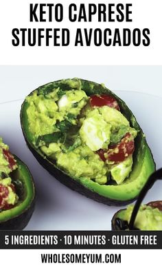 Caprese Stuffed Avocado Recipe (Low Carb, Gluten-Free) – This easy Caprese stuffed avocado recipe is healthy & delicious! It's so simple to make with common ingredients you probably have right now. Keto Diet List, Starting Keto Diet, Diet Food List, Keto Meal, Diet Dinner Recipes, Diet Recipes, Healthy Recipes, Gluten Free Recipes For Lunch, Cookbook Recipes