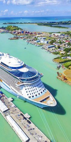 Anthem of the Seas | The ultimate in sea green, golden sun, and non-stop fun. Cruise into Antigua with Royal Caribbean onboard Anthem of the Seas for a world-class cruising experience before exploring a unique Caribbean culture. (Photo: island_wings on Instagram)