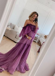 Still dreaming of this dress 💫 if you had to wear one color the rest of your life would you go bold and do something colorful or stick to a basic neutral? Plus Size Maternity Dresses, Dresses For Pregnant Women, Cute Maternity Outfits, Maternity Gowns, Stylish Maternity, Pregnancy Outfits, Maternity Fashion, Pregnancy Formal Dresses, Fancy Maternity Dress