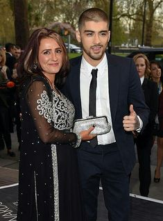 Trisha Malik and Zayn Malik attend The Asian Awards 2015 at The Grosvenor House Hotel on April 2015 in London, England. Get premium, high resolution news photos at Getty Images Duchess Kate, Duchess Of Cambridge, Zayn Malik Family, Zayn Mailk, Niall Horan, One Direction News, Eleanor Calder, Perrie Edwards, Liam Payne