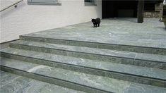 Unsere Granit Treppen fertigen wir in verschiedenen Oberflächenstukturen an: poliert, geflammt/gebürstet, Eco Antik und satiniert.   http://www.granit-deutschland.net/granit-treppen