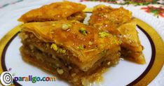 How to make baklava! Most Popular Desserts, What To Cook, Cookie Bars, Sweet Tooth, Dessert Recipes, Favorite Recipes, Chicken, Meat, Cooking