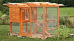 Chicken Coop - build your chicken coop with wire mesh Building a chicken coop does not have to be tricky nor does it have to set you back a ton of scratch. Cheap Chicken Coops, Diy Chicken Coop Plans, Portable Chicken Coop, Backyard Chicken Coops, Building A Chicken Coop, Types Of Chickens, Raising Backyard Chickens, Keeping Chickens, Chicken Coop Designs