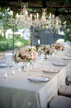 I like this romantic style, also flowers not so high that people can talk over them. Blush Champagne Wedding, Champagne Color, Dream Wedding, Wedding Day, Luxe Wedding, Shower Inspiration, Garden Theme, Wedding Centerpieces, Event Planning