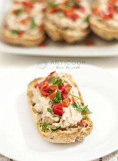 tuna salad on bread