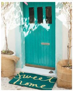 Hmm I think I'll have a teal door one day :)