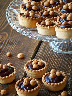 Pasticcini mignon al cioccolato - da http://idolcidilaura.blogspot.it