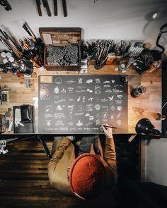 Flatlay Inspiration · via Custom Scene · Whole desk topview. Graphic Design Workspace, Graphic Designer Desk, Home Office Design, Home Office Decor, Home Interior Design, Workspace Desk, Office Desks, Atelier D Art, Branding