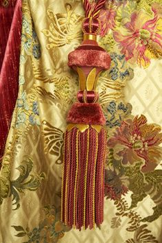 Tassel on Quart silk in Crema