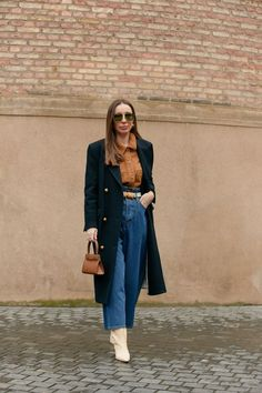 7 Perfect Outfits to Wear in 60-Degree Weather Copenhagen Street Style, Copenhagen Fashion Week, Summer Jeans, Spring Street Style, Outfit Combinations, Denim Fashion, Jeans Style, Nice Tops, Cool Outfits