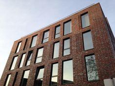 Фасад клинкера для студентов из Мюнстера - Гилларат Клинкер Brick Architecture, Brick Facade, Jaco, Multi Story Building, Image, Student Dormitory, Homes