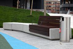El parque cuenta con una superficie de 5.700 metros cuadrados, entre zonas verdes y áreas de estancia y paseo, que llegarán a un total de 7.800 metros cuadrados cuando queden abiertos los espacios públicos habilitados entre los diferentes bloques de viviendas. #Jardineria y #Paisajismo #mobiliariourbano #Garellano #Bilbao