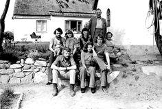 Linda Fischelin, 65, Præstø.  Mine bedsteforældre kom på besøg en sommerdag da vi piger (3) var på weekend hos mine forældre, det skulle foreviges. Vi var der så meget vi kunne, for der er dejligt på landet og vi boede selv på Vestegnen (1974).