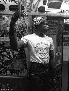 New York crime-fighting gang the Guardian Angels head back on patrols Guardian Angel Pictures, Guardian Angels, The Guardian, New York Subway, Nyc Subway, Film Photography, Street Photography, Travel Photography, Photographie New York