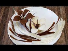 Шоколадные цветы для торта. - YouTube Chocolate Diy, Chocolate Recipes, Candy Recipes, My Recipes, Chocolate Garnishes, Cake Hacks, Dessert Decoration, Chocolate Shavings, Chocolate Decorations