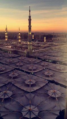 Masjid al Nabawi, Madinah,Saudi Arabia. Al Masjid An Nabawi, Mecca Masjid, Masjid Al Haram, Mecca Wallpaper, Islamic Wallpaper, Islamic World, Islamic Art, Medina Saudi Arabia, Medina Mosque