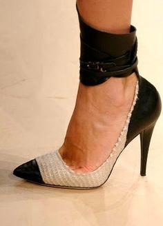 isabel marant shoes. Mes belles jambes ne me permettent malheureusement pas de porter un tel modèle:(