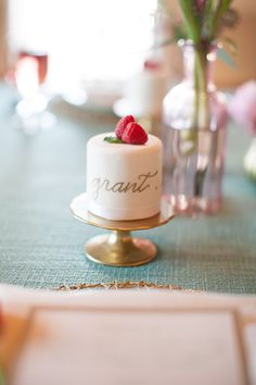 Such an adorable idea! Mini cakes are personalized to be seat cards, wedding favors and dessert all in one. Pretty Cakes, Beautiful Cakes, Mini Cakes, Cupcake Cakes, Baby Cakes, Mini Patisserie, Pink And Gold Wedding, Little Cakes, Macaron