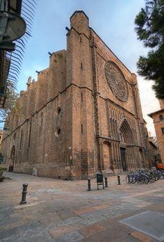 Iglesia de Santa Maria del Pi de Barcelona, destaca el rosetón en la entrada, de 10 metros de diámetro, uno de los más grandes del mundo y compitiendo con el de Notre Dame de París