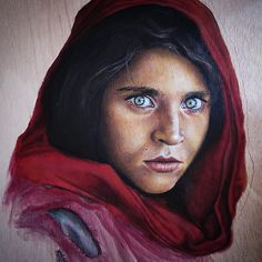 I use to paint a lot of portraits on wood, but I think this is the most famous.  I copied photos of the great Steve McCurry to improve my skills with oils paintings. #portrait #retrato #commisionwork #oilpainting #painting #cuadro #picoftheday #pintura #onwood #enmadera #copy #copia #art #arte #oleo #pinturaaloleo #painter #pintores #realisticpainting #stevemccurry #eyes #red #learning #artskills #artoftheday #photooftheday #instaarte #instaart #_talent