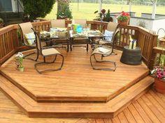 aménagement terrasse en bois avec mobilier original