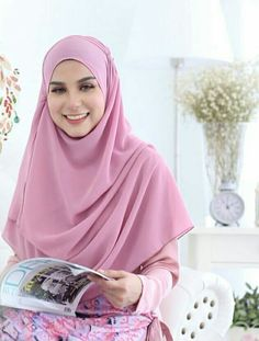 The colour pink makes everything look pretty........Rihayaniz instant shawl