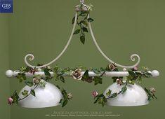 Applique 3 luci in ferro battuto colorato con fiori e petali di rosa selvatica
