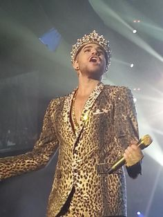 @ adamlambert  what a performer and an amazing voice.rebirth of Queen. pic.twitter.com/k1pwAq7j8p