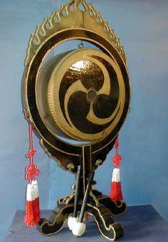 Taiko Drum Art Japonais, Kyushu, World Music, Sound Of Music, Okinawa, In A Heartbeat, Traditional Art, Musical Instruments, Japanese