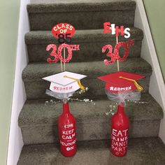 Use bottle of Boonesfarm - not painted as shown. Class Reunion Favors, School Reunion Decorations, High School Class Reunion, 10 Year Reunion, Class Reunion Ideas, School Centerpieces, Reunion Centerpieces, Event Planning, View Source