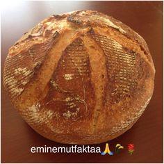 """93 Beğenme, 5 Yorum - Instagram'da Emine Kaya (@eminemutfaktaa): """"Ekşi mayalı ekmek. 600 gr buğday unu 150 gr ekmeklik un 150 gr ekşi maya 510 gr su 1,5 tatlı kaşığı…"""""""