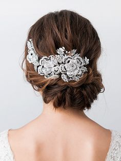 Love the ornate lace appliqué bridal hair comb… Hair Design For Wedding, Wedding Jewelry For Bride, Elegant Hairstyles, Bride Hairstyles, Wedding Upstyles, Wedding Accessories, Hair Accessories, Rose Gold Bridal Jewelry, Bridal Hair Inspiration