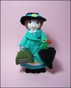 Broche muñeca Mary Poppins abrigo verde en fieltro por Finasita