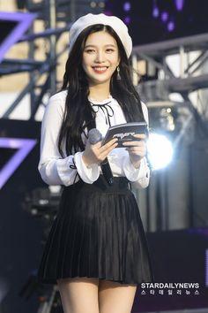 Joy (credits to owner) Seulgi, Kpop Girl Groups, Korean Girl Groups, Kpop Girls, Park Sooyoung, Red Velvet Joy, Red Velvet Irene, Joy Rv, Red Valvet